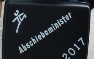 JOG übergibt den negativ Preis an den Abschiebeminister 2017: Joachim Herrmann